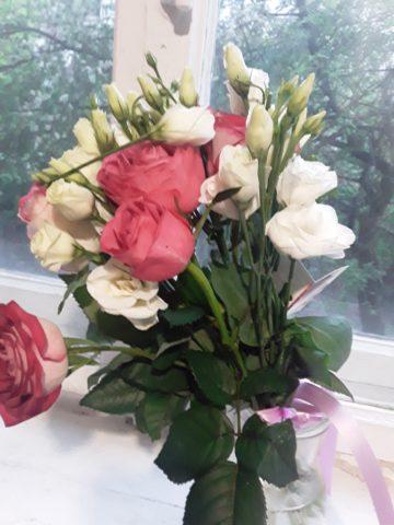 Купил цветы жене на годовщину.Сюрприз за 700 грн