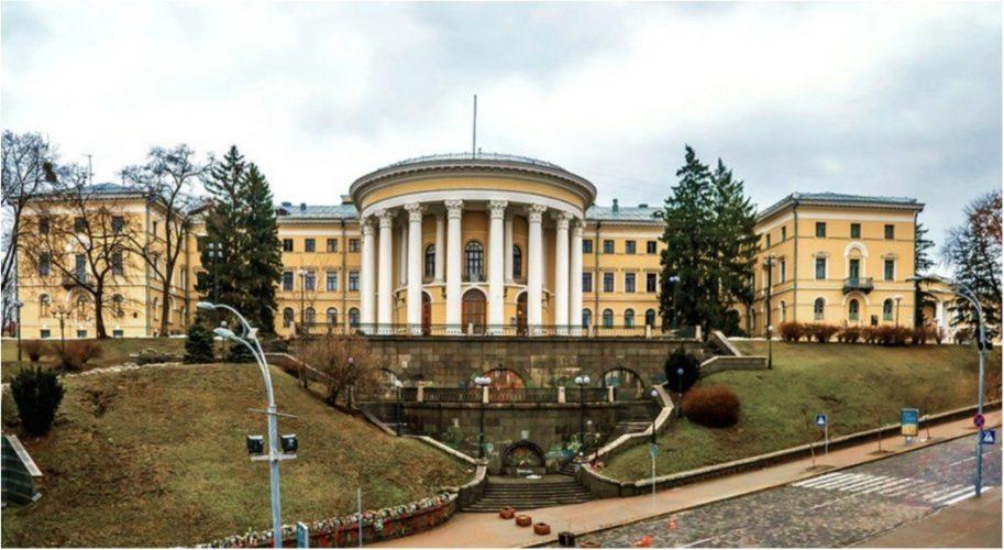 Октябрьский дворец: самый красивый театральный зал столицы