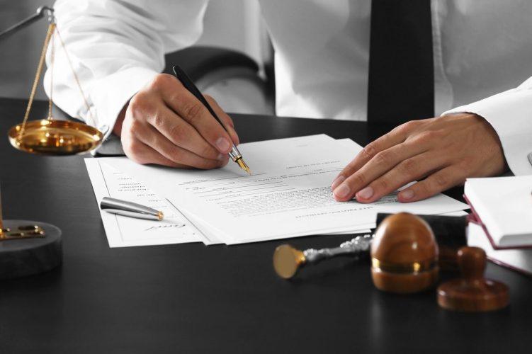 В каких случаях нужен нотариально заверенный перевод документов?